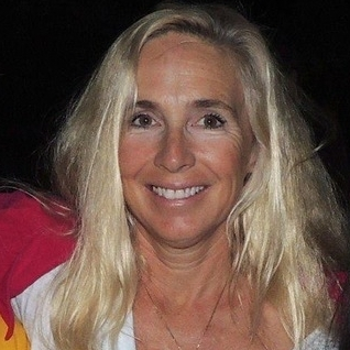 Lynne Rondell , the owner of  Malibu Point Pilates , has been a pilates instructor for over 14years and is a certified Pilates instructor. She uses her background in dance, karate, ballet, judo and nutrition to shape a special workout for each of her clients.