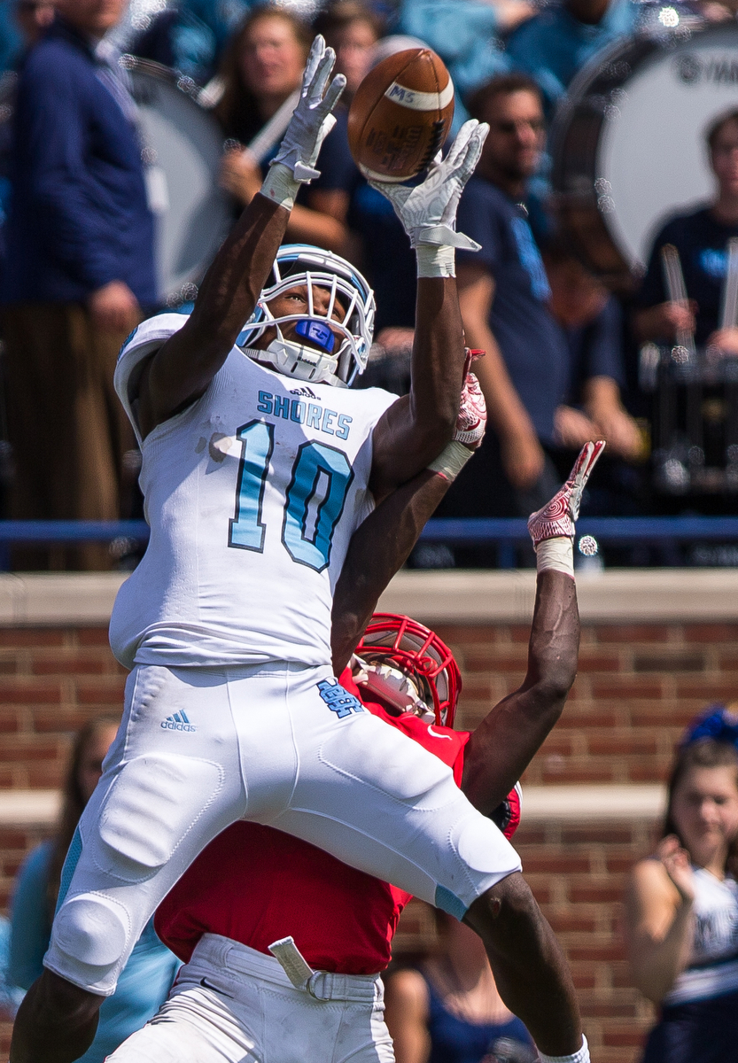 Mona Shores Damari Roberson, 10, catches a pass during the third day of Battle at the Big House at Michigan Stadium on Saturday, August 26, 2017. Mona Shores beat Canton 41-26.