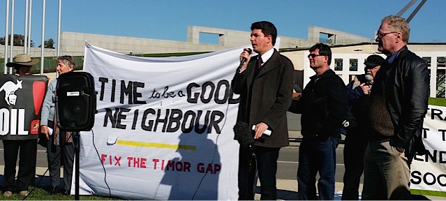 Senator Scott Ludlam speaking at the rally outside Parliament House on 14 June 2017