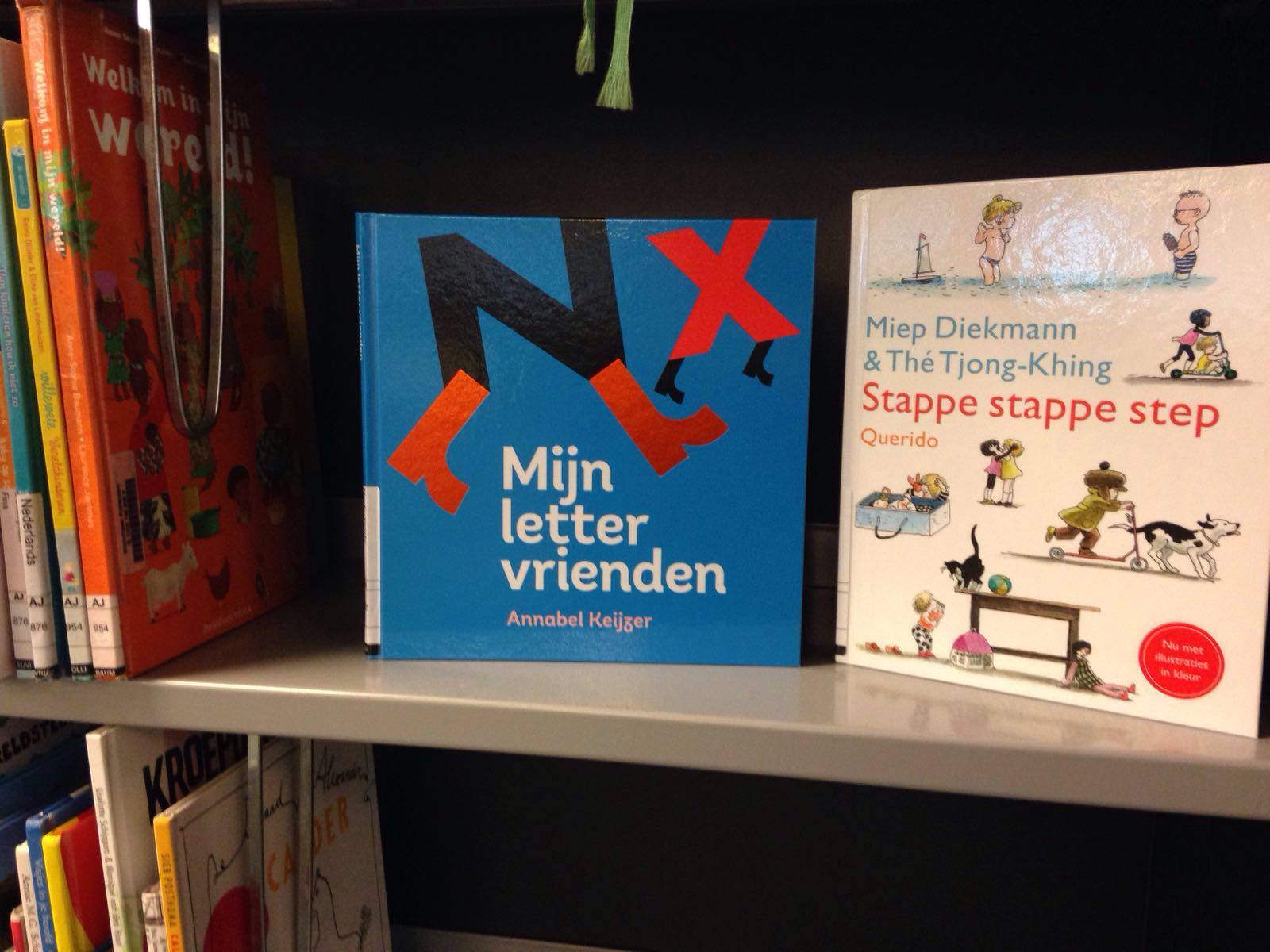 Mijn letter vrienden (dutch) is also available in the libraries
