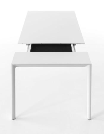 Maki bord fra Kristalia i størrelser fra 114cm til 336 cm. Elegant og funksjonell.