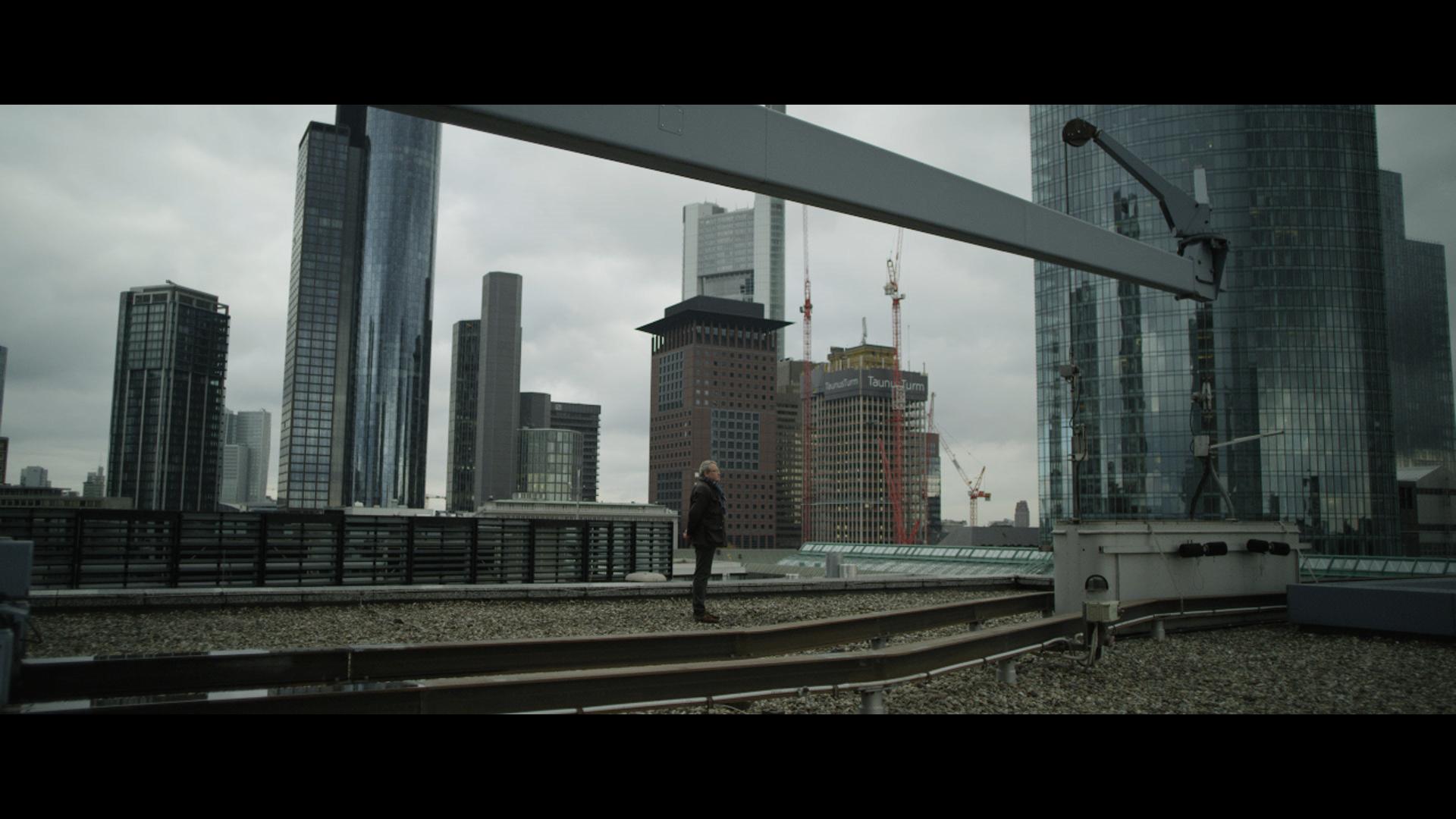 Mr_V_on_rooftop_of_Bank.jpg