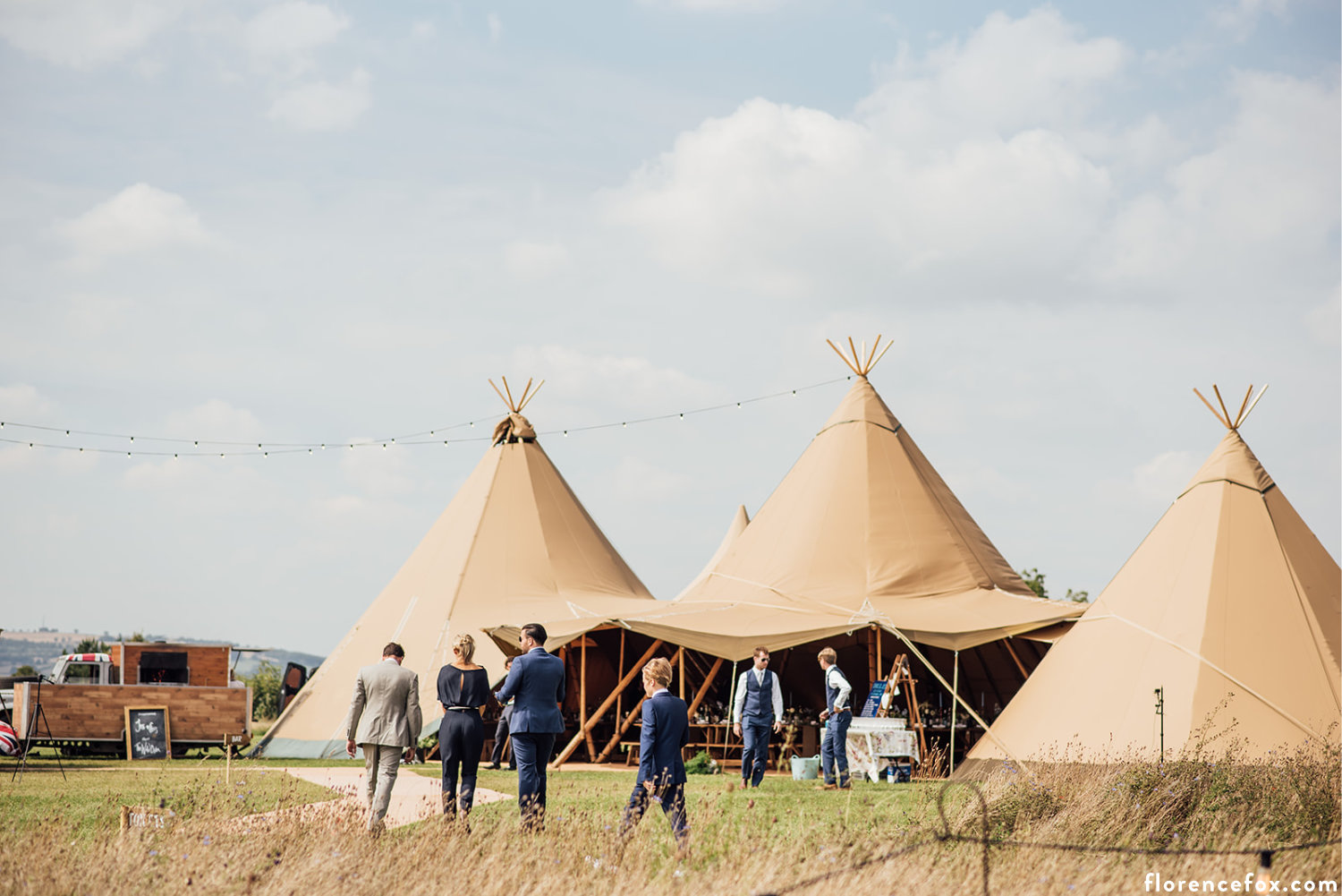 Oxfordshire_teepee_wedding.jpg
