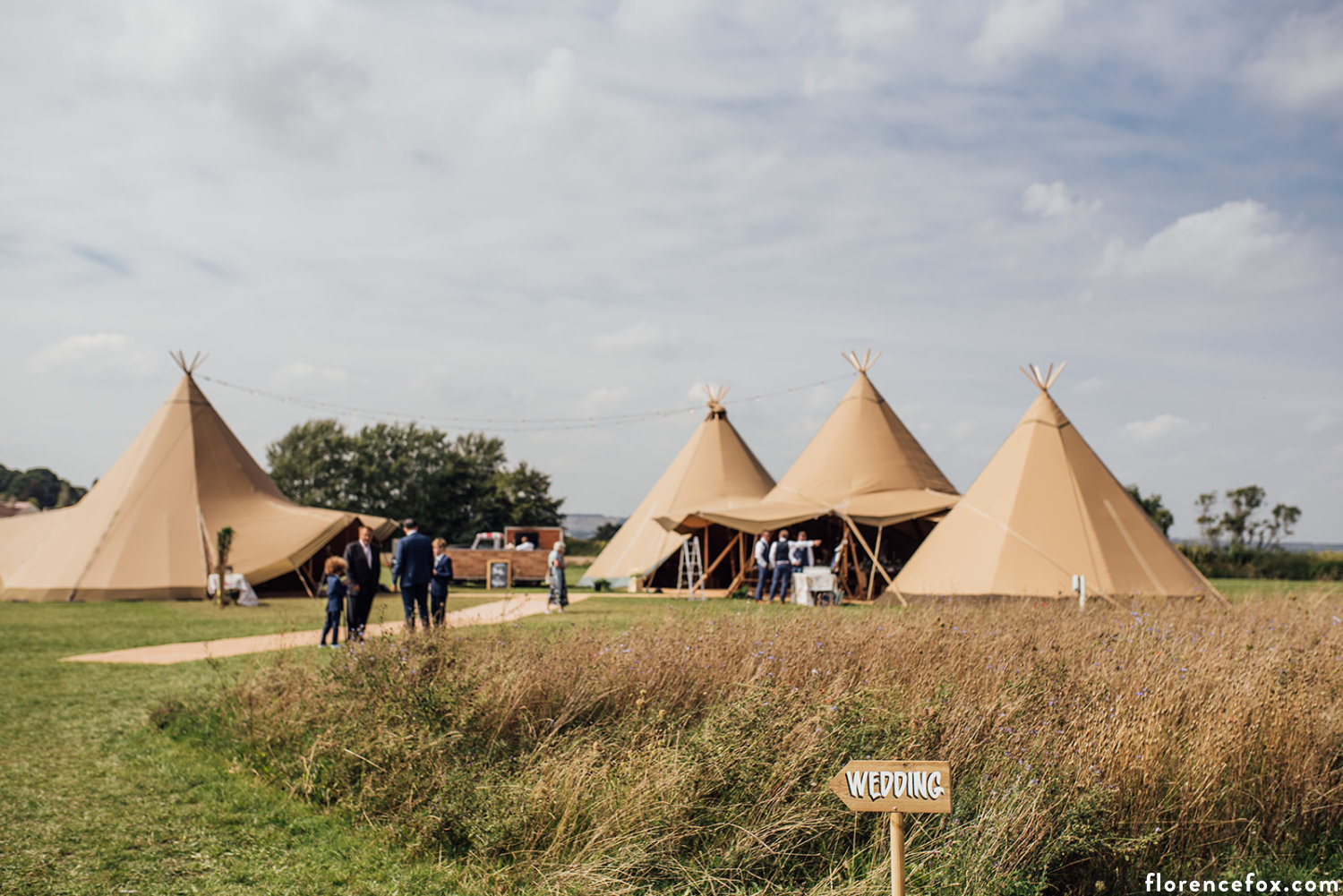 Oxfordshire_tipi_wedding.jpg