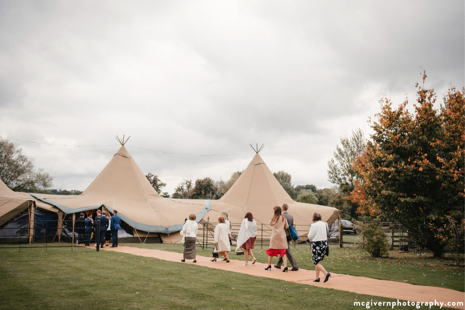 Cotswolds_teepee_wedding.jpg