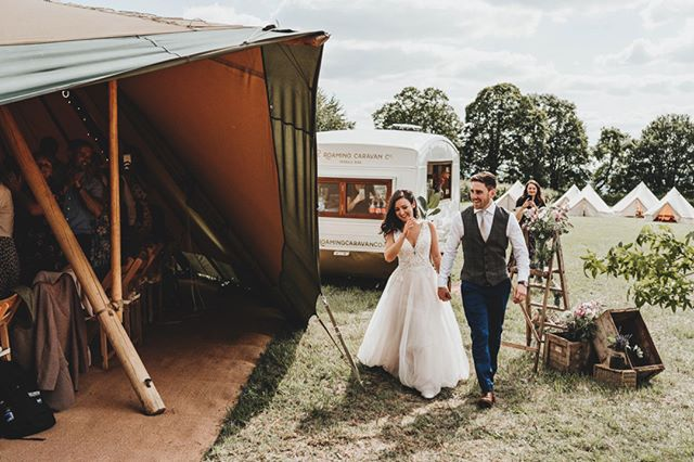 This is @theroamingcaravanco- the ultimate wedding supplier!! Narelle (the founder) has grown the business around her really cool caravan bar called Margot. Her passion for creating alternative weddings hasn't stopped her there though and she now also offers styling, signage, lettering and prop hire. Come and see her skills this weekend at our Showcase- 28th/29th September at @harthampark, Corsham  . . . . 📷 @ryangooldphotography  . . #itsshowtime #buffalotipi #showcase #weddingsuppliers #weddingdecor #wedding #eventsupplier #eventbars #weddingbar #brideandgroom #groom #weddingday #bathuk #bristol #weddingseason #tipiwedding #weddingtipi #teepee #tipis #bouquet #bouquetofflowers #bride #festivalwedding #weddingphotography #weddingstyle #bohostyle #bohowedding #rusticwedding #rusticdecor #weddingstationary     