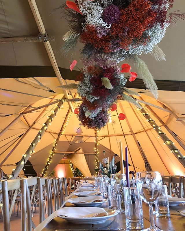 The Buffalo Tipi Showcase is in full swing! Come on down to @harthampark, talk to the team about tipis and enjoy some tasty treats from @greenfarmevents_ and @theroamingcaravanco ! Come check out this amazing floral installation from @lunainthewild_ too. . . . . #buffalotipi #showcase #openday #tipis #tipi #teepees #teepee #weddingdecor #wedding #decor #weddingstyle #weddingstyling #tablescapes #tablesetting #tabledecor #weddingflowers #weddingflowersinspiration #weddingseason #weddingflorists #flowers #florist #corsham