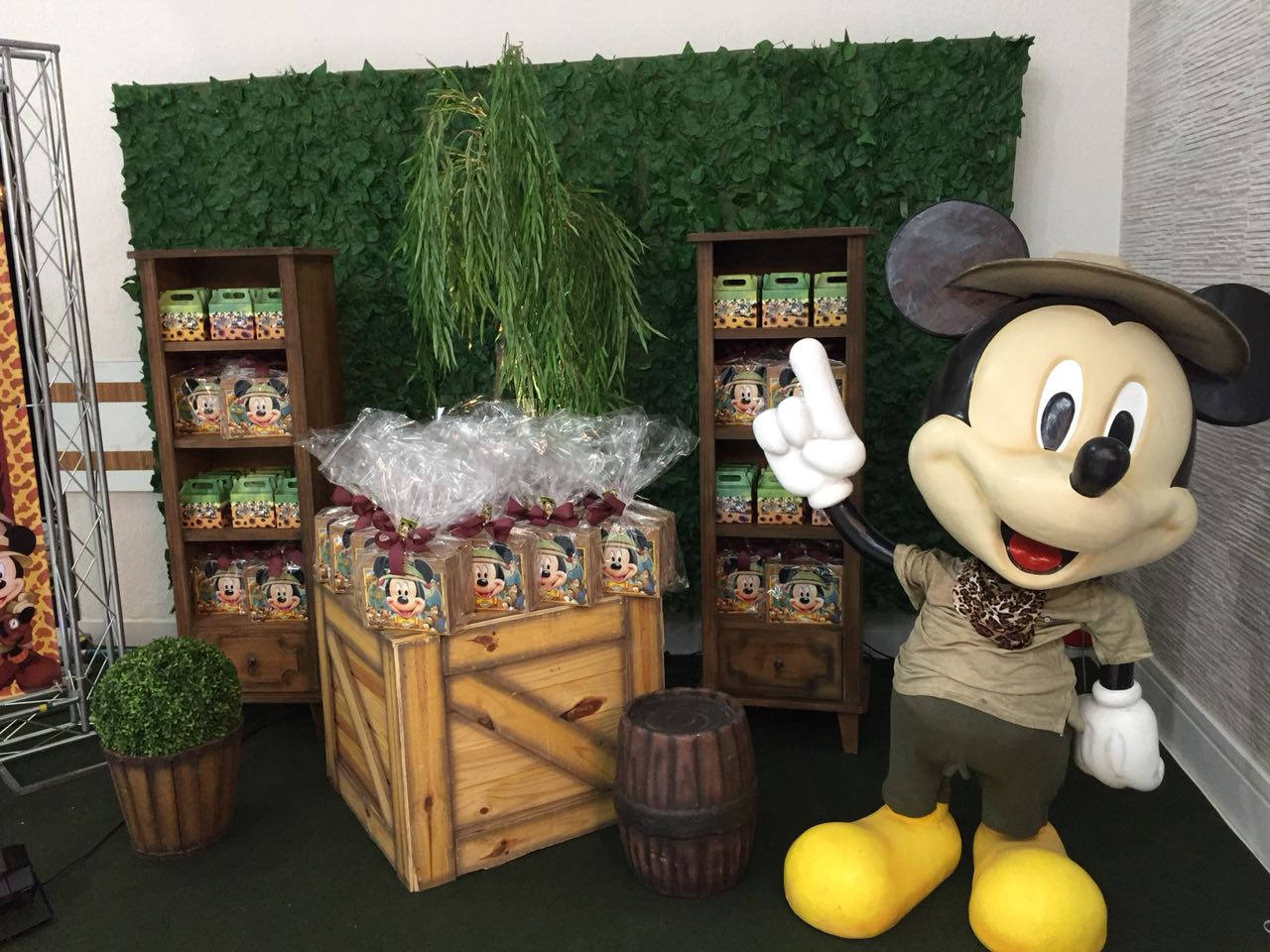 Cenário Mickey Safari + Boneco 3D.jpg