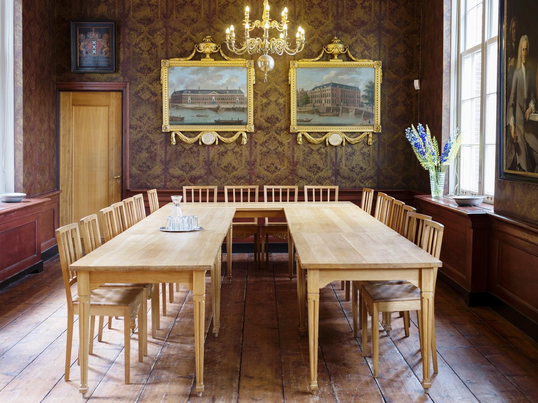Gelagkamer  - historische vergaderzaal met open haard en bar in 18de-eeuwse stijl tot 50 personen.