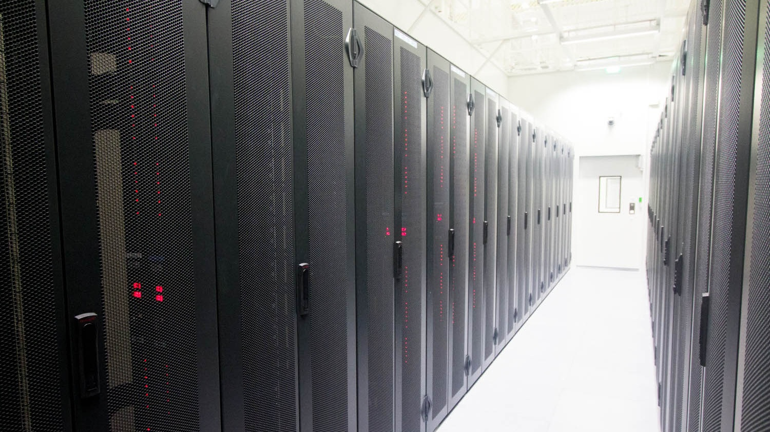 data_center%28Wikimdedia-Commons%29.jpg