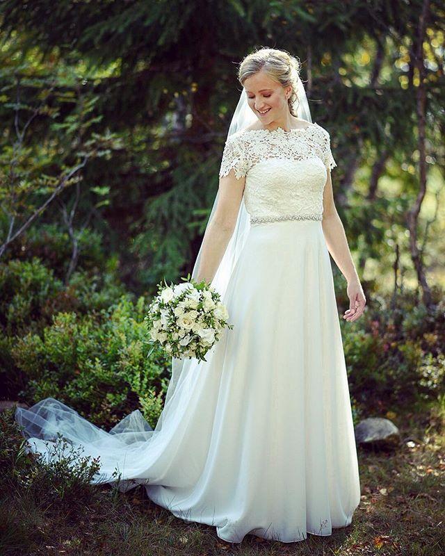 One from last weeks wedding. #bride #wedding #weddingdress #skog #forrest #outdoors #love #weddingphotography #whitedress #flowers #nikon #nikond750 #naturallight #bryllup #bryllupsfoto #norway #tryvann #oslo #norges_fotografer