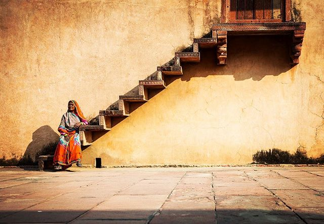 Totally forgot where this is, but still one of my favorite shots from India. #tbt #india #agra #goldentriangle #steps #trapp #indian #streetphotography #travel #travelphotography #asiabible #peopleofindia #2013 #nikon #nikontravel #nikonnordic #nikond800 #notstaged #natgeo