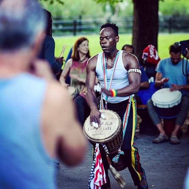 Playing some drums in the park. #newyork #nyc #ny #centralpark #drumming #drummer #drums #music #live #atmosphere #djembe #streetart #streetmusic #streetphotography #travel #travelphotography #nikon #nikond750 #usa #manhattan #citylife