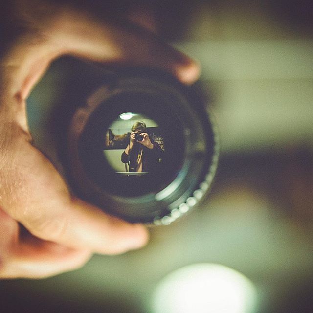 Trapped in a lense😲  #selfportrait #mirror #throughthelens #artsy #upsidedown #boredathome #nikon #nikond750 #homephotography