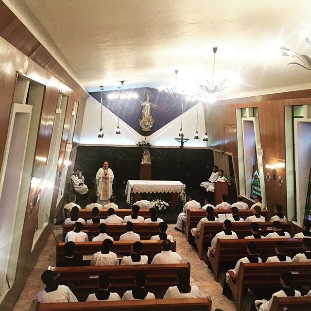 Que Maria Nuestra Madre nos descubra los misterios del Señor. Ahí, donde ni el demonio podrá tocarnos, ahí EN EL CORAZÓN DEL SEÑOR.
