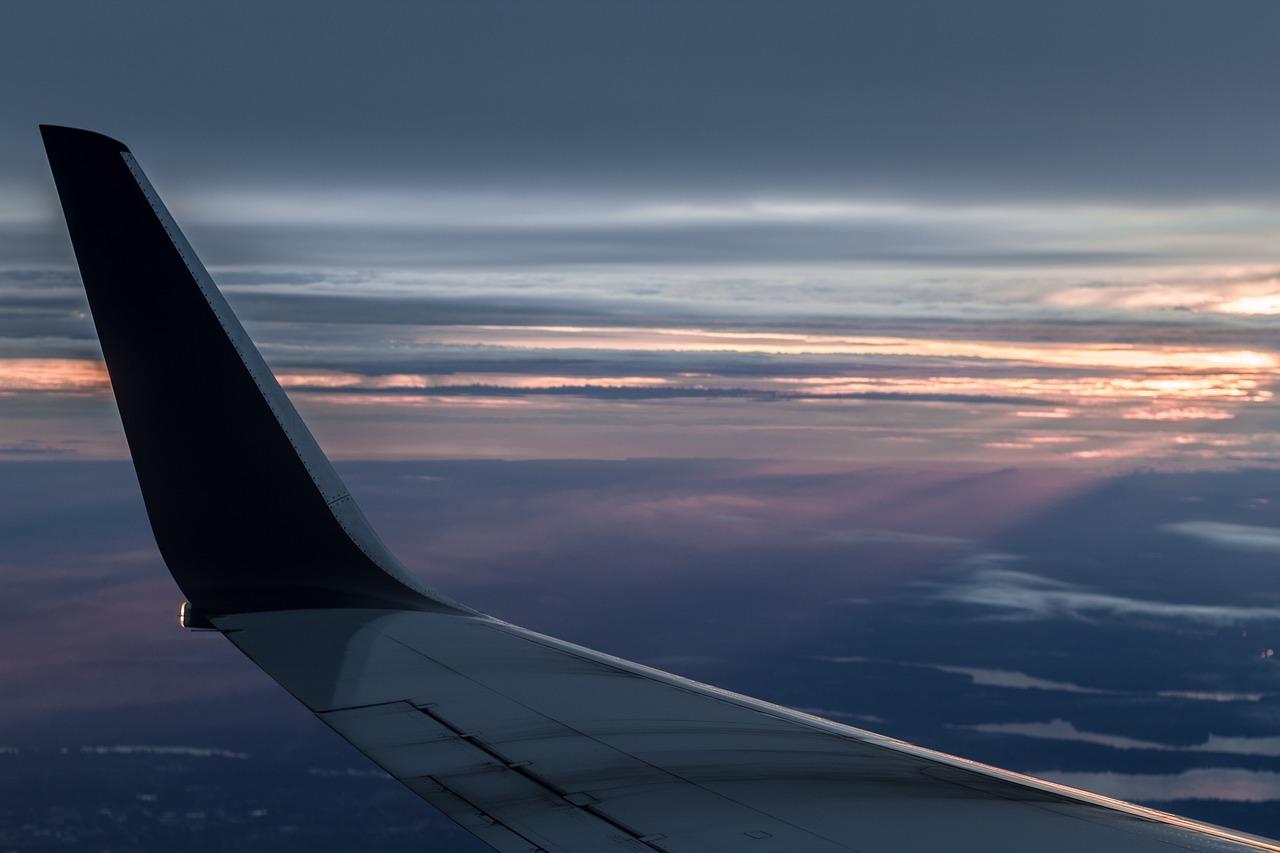airplane-1938971_1280.jpg