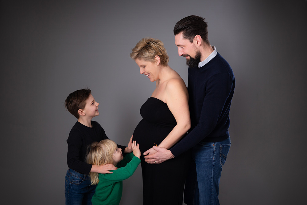 Maternity photographer tring.jpg