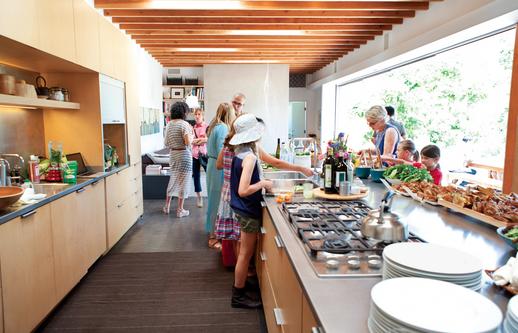 perfect entertaining kitchen