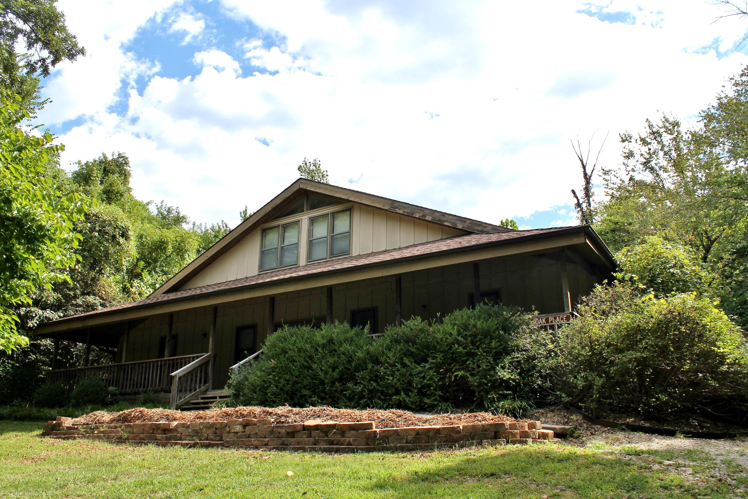 Oak Place exterior (2).JPG