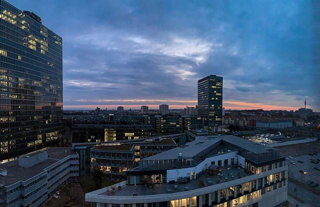 Room with a view . . . . . . #munich #münchen #view #ausblick #panorama #sundown #clouds #wolken #city #cityscape #minga #bayern #bavaria #heimat #heimatliebe