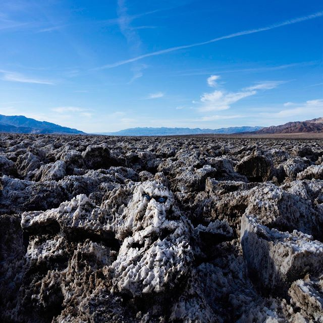 All hail the SaltKing!!! #deathvalley #nevada #usa #trip #nab #2019 #devilsgolfcourse #facesinplaces #facesinthings #nightking #salt #stones #blueeyes #desert #urlaub #roadtrip