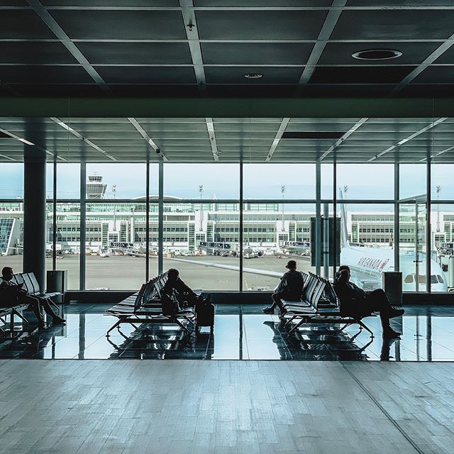 Waiting . . . . . . #mangostreetpresets #munich #airport #muc #travel #shotoniphone #streetphotography #münchen #Flughafen #august #reise #iphone #bavaria #germany #swissair #deutschland #bayern #flughafenmünchen