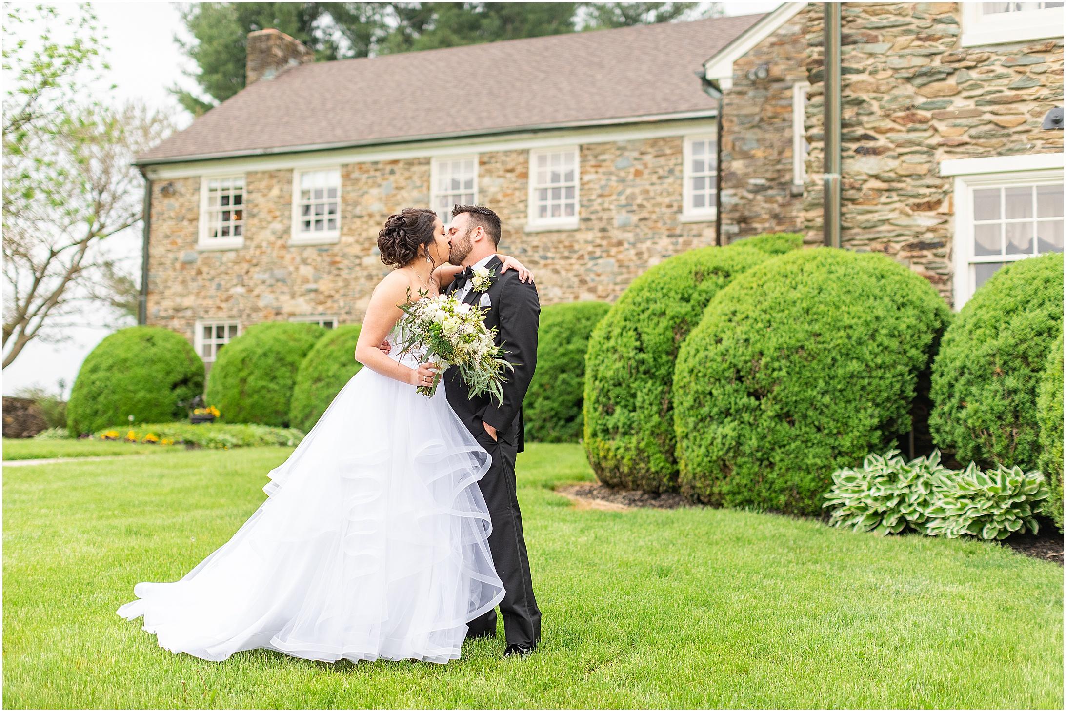 Stone-manor-country-club-wedding-photos-118.jpg