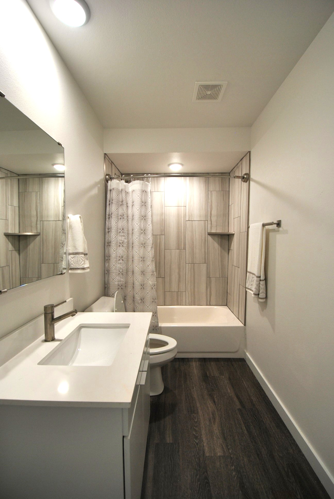 bathroominterior.jpg