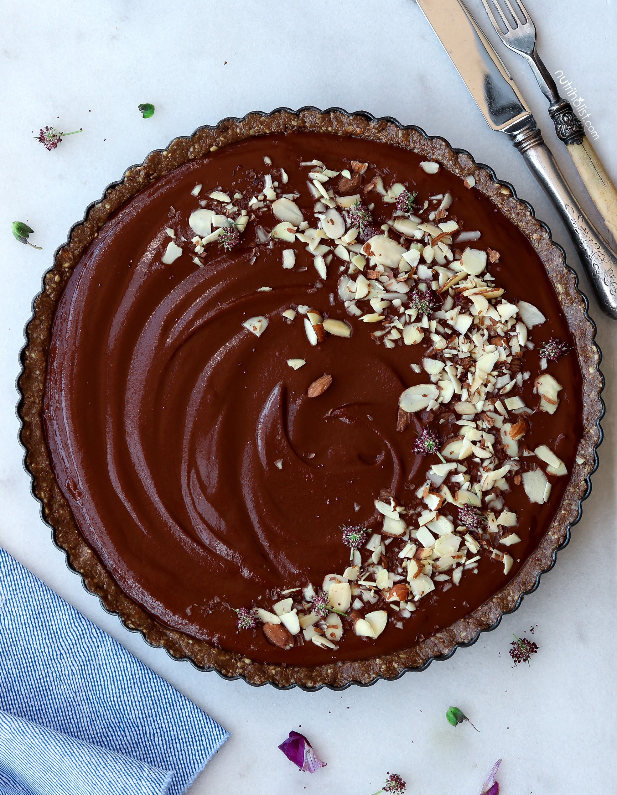 Sweet Potato Chocolate Silk Tart - This vegan chocolate tart is simply divine. Made with sweet potatoes and chocolate does it get any better. Oh and this delicious vegan chocoalte dessert is gluten-free.Recipe + Photo by Nutriholist