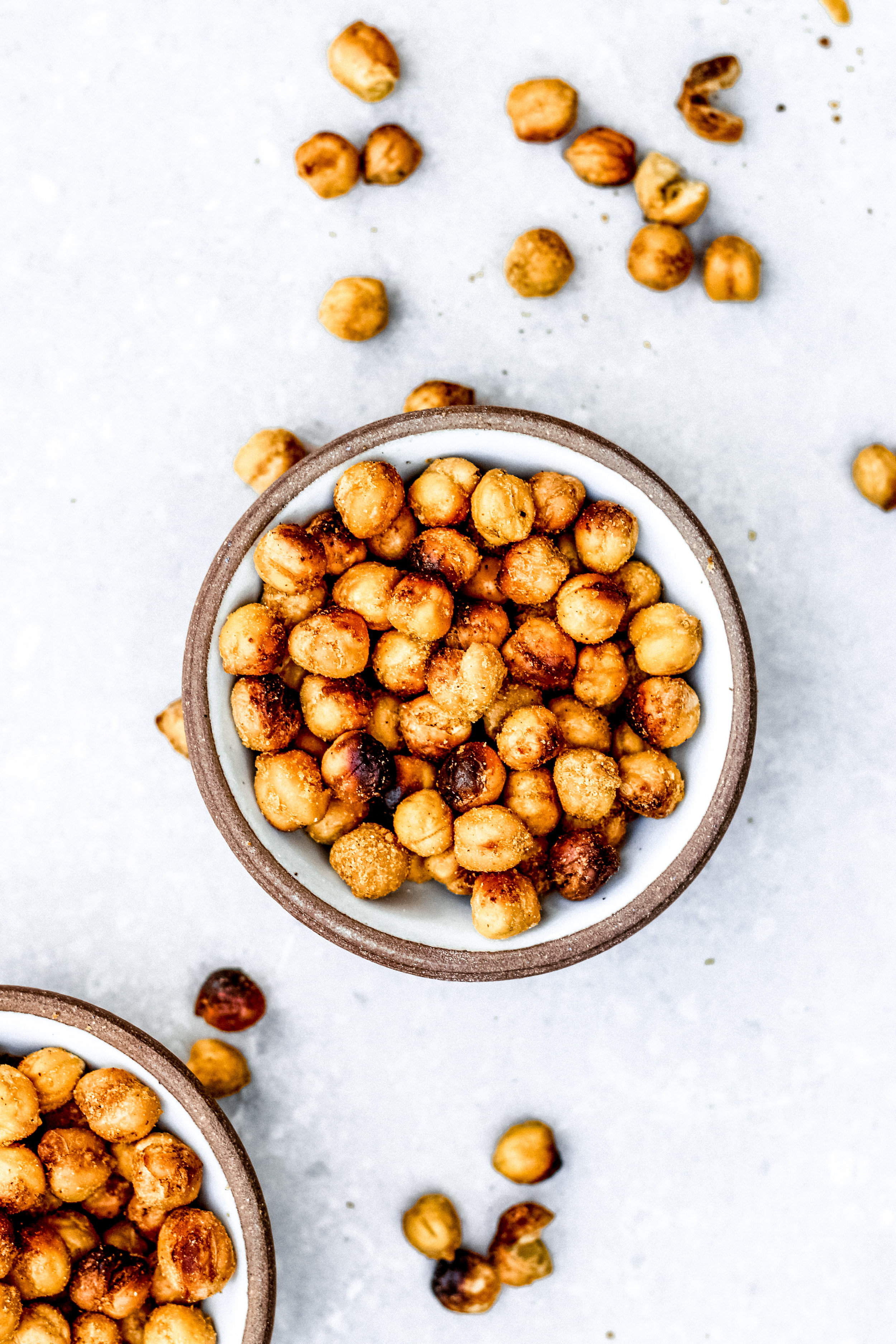 Delicious vegan snack, oven roasted chickpeas that are cheesy as can be but dairy-free all at the same time. Made with six delicious ingredients and packed with protein and healthy fat.
