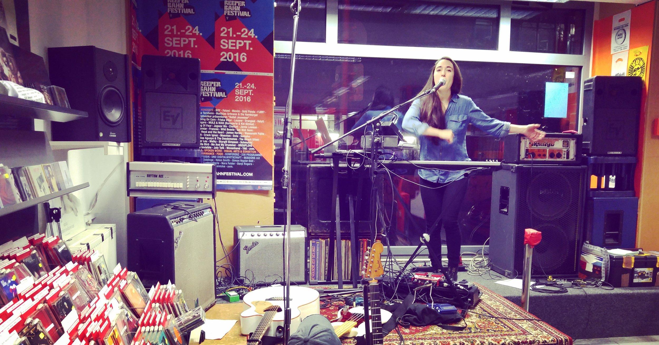 Hamburg, D  E  – Mini spectacle àMichelle Records