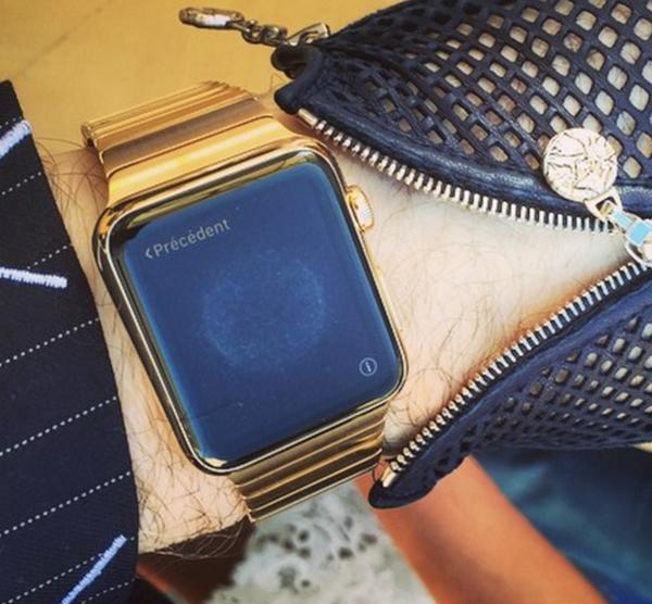 Karl Lagerfeld's custom Apple Watch with gold link bracelet. Source:  Instagram