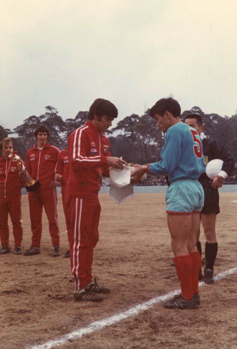 1971 John Warren exchanges v Japan pennants.jpg