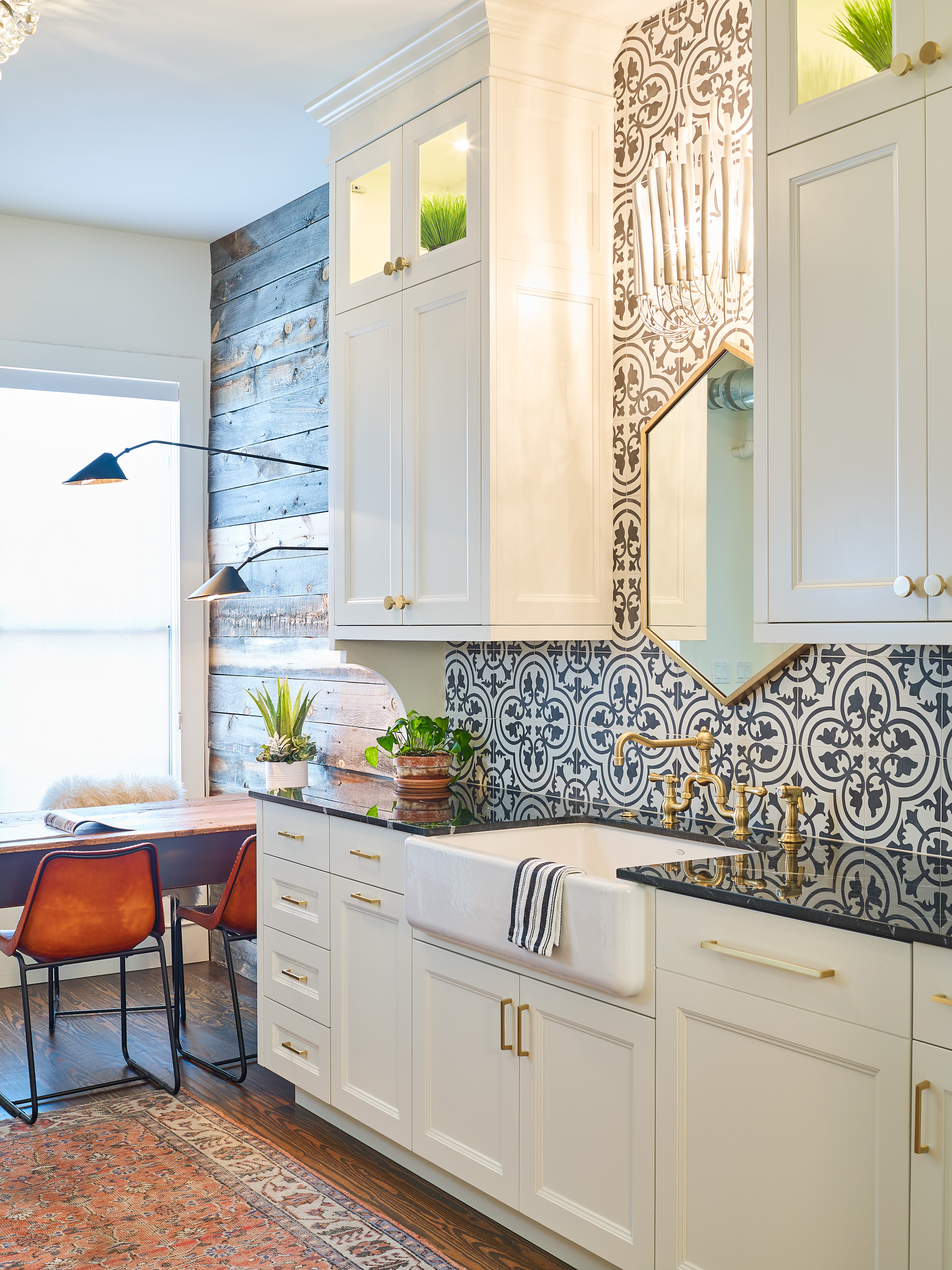 WEB_pam_aspenleaf_showroom_kitchen_wht_73025.jpg