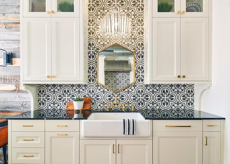 WEB_pam_aspenleaf_showroom_kitchen_wht2_73053.jpg