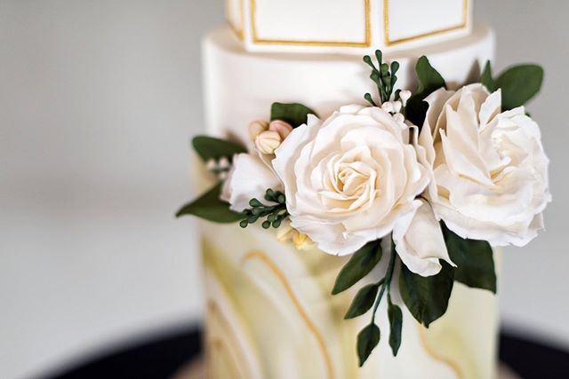 When the wedding cake is not only delicious but truly a work of art 😍I am so fortunate to get to capture such incredible craftsmanship - like this beauty by @sewellsweets, complete with hand-crafted sugar flowers. Yes, those beautiful, delicate petals and leaves and tiny buds are made of sugar paste 😳 ⠀⠀⠀⠀⠀⠀⠀⠀⠀ Style & Coordination: @daniellecaldwelleventsllc  Venue: @the_eleanor_pdx  Gown: @justinalexander @charlottesweddings Cake: @sewellsweets  Rentals: @bridgewoodevents + @partyplacepdx  Florist: @embiefloral  HMUA: @jovanacombsbeauty  Stationery: @lettersanddust  Models: @womblet @kristin.raz.model Jeweler: @alchemyjeweler ・ ・ ・ ・ ・  #dselbakphotography #oregonweddingphotographer #destinationweddingphotographer #portlandweddingphotographer #oregonbride #momentsoverposes #loveandwildhearts #pnwweddings #aowvendorlove #oregonwedding #wanderingweddings
