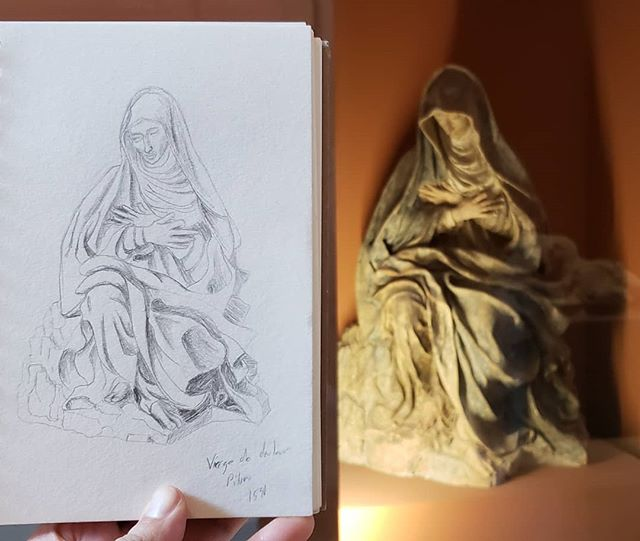 Louvre sketches 4 of ? The antiquities section is closed for renovations today, so here's some more religious art, I guess. #art #practice #sketching #somanyfolds #butnotthefunorigamikind