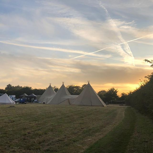 Tipi Sunset 💕💕 #nofilter #fieldwedding #kentsunset #homewedding #lovemyjob #kentweddingcoordinator