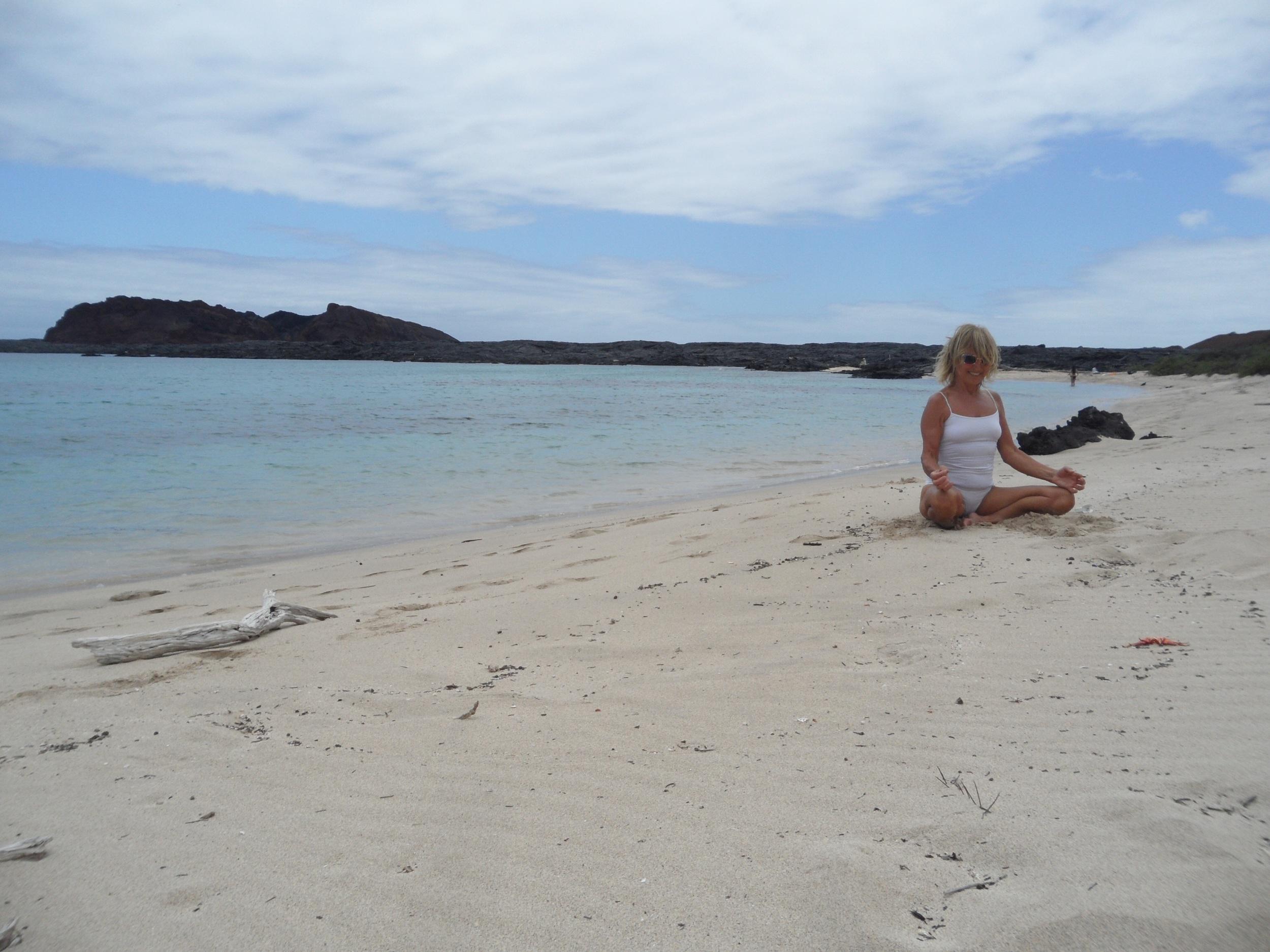 Yoga sur une plage de sable blanc !!!!!!!!!!!