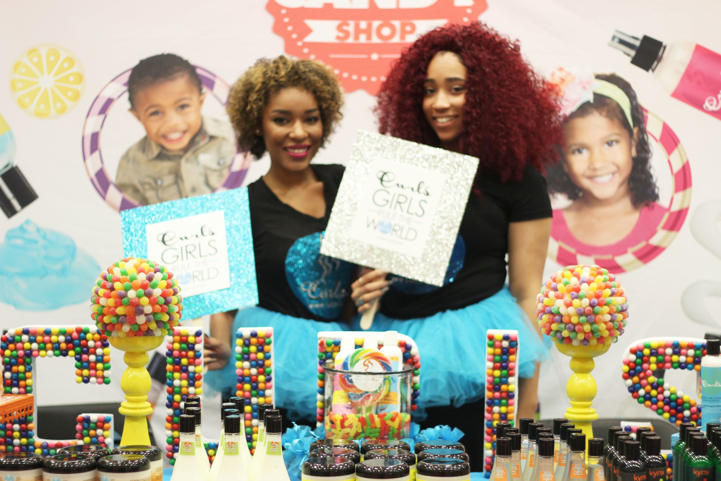 Curls had one of the cutest booths! All of their products smell so yummy, so the candy theme was very fitting.