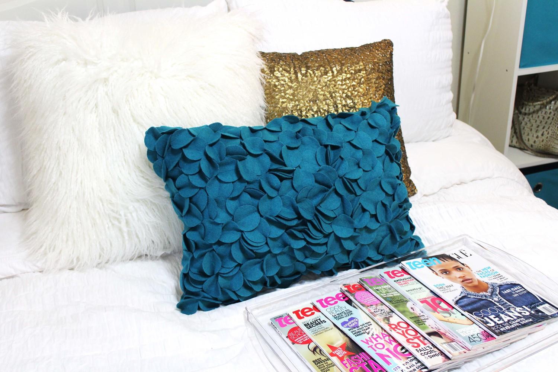 Light spring/summer bedding color scheme
