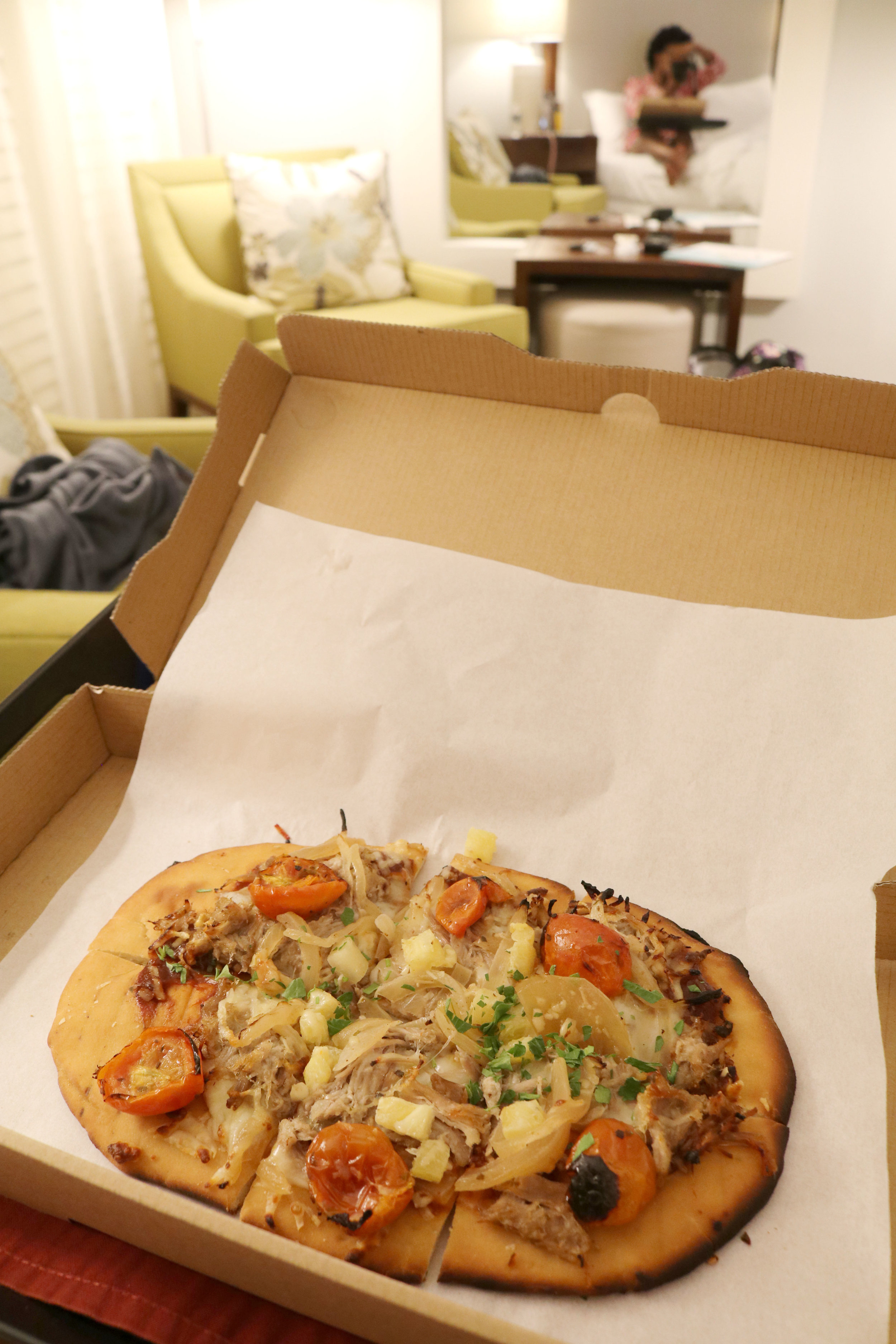 I usually like to try in-room dining at a hotel at least once if the menu looks appetizing. On my first night, I ordered the Hawaiian pizza which was nothing like a chain restaurant and I enjoyed it.