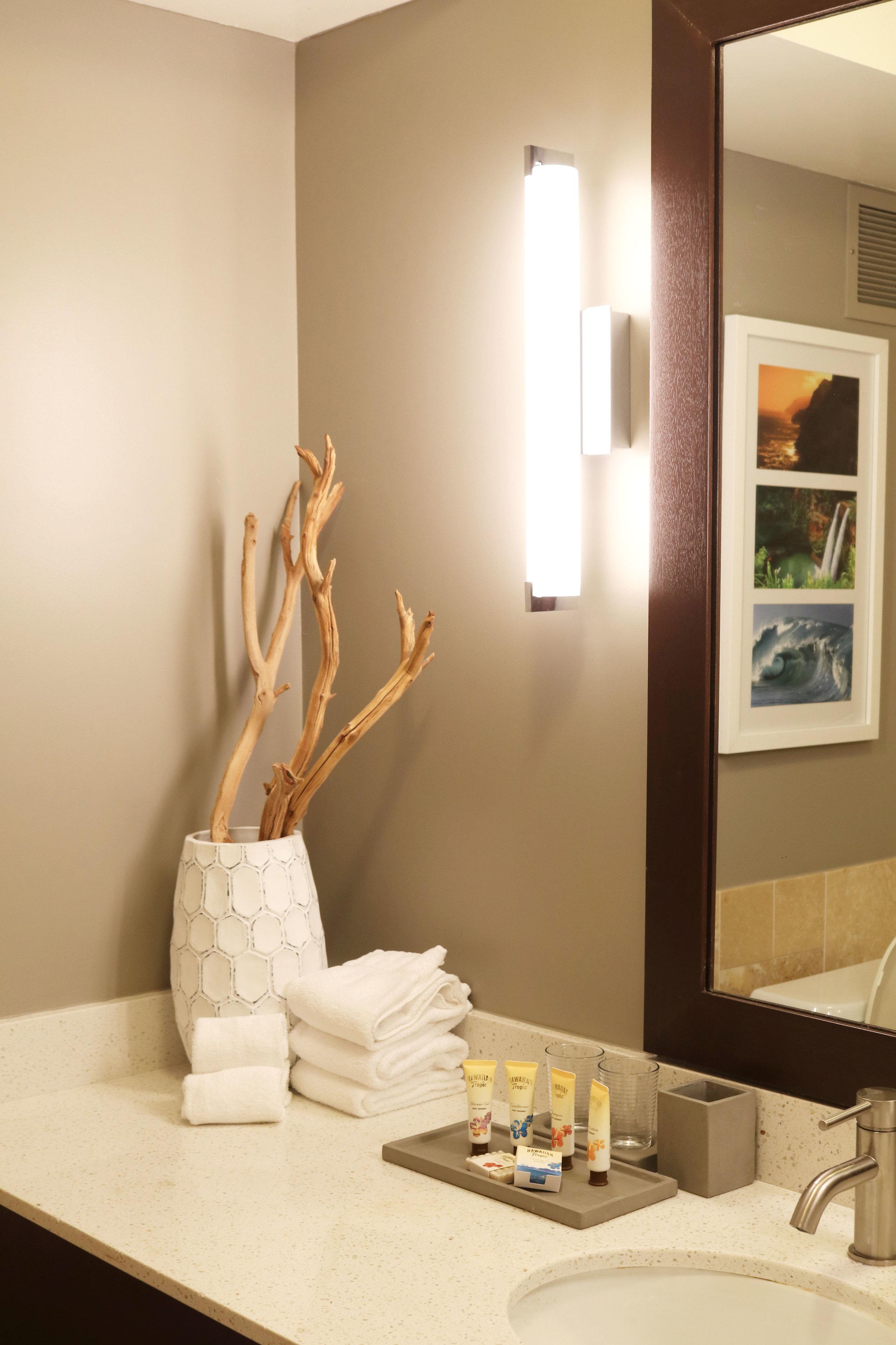 Full bathroom in the hotel room.