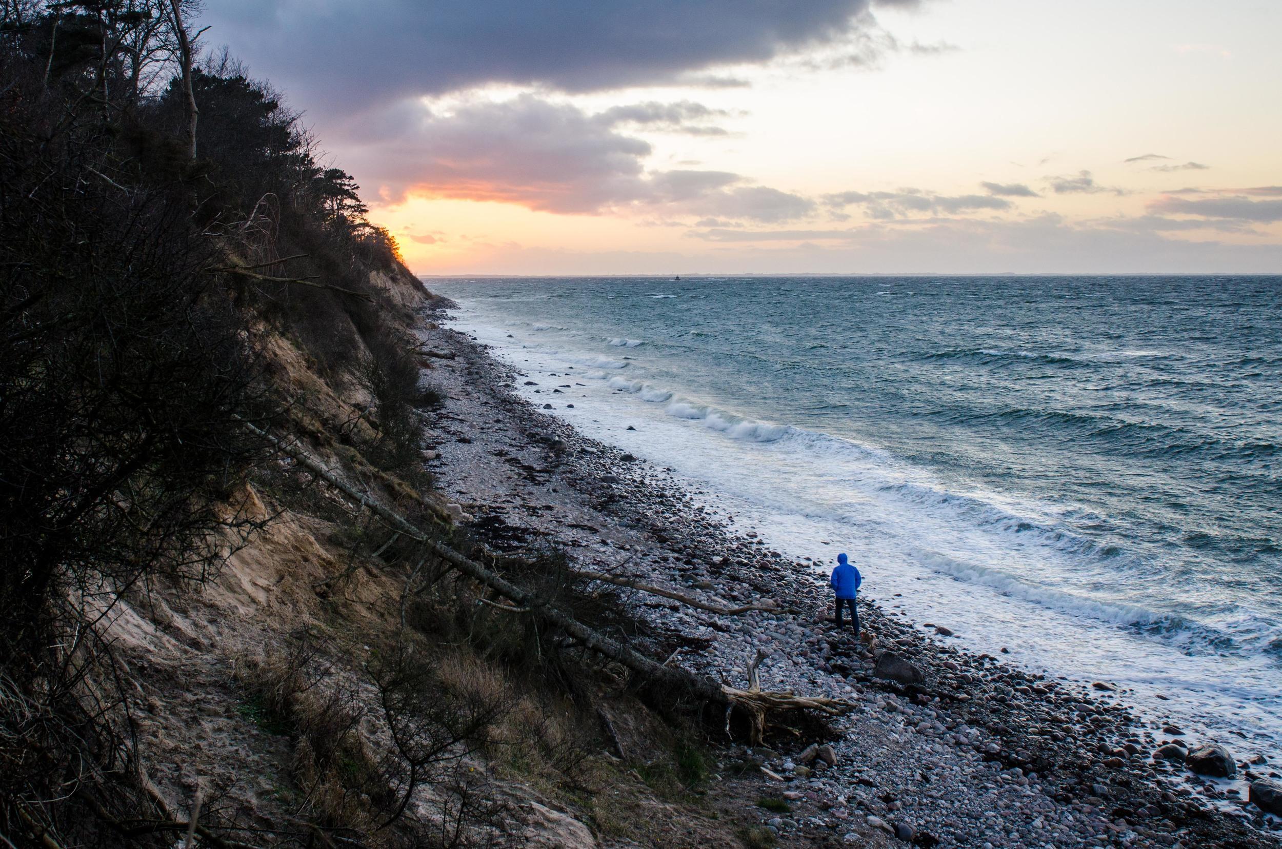 Adventure_photographer_ocean_sea_walk_sunset-2.jpg