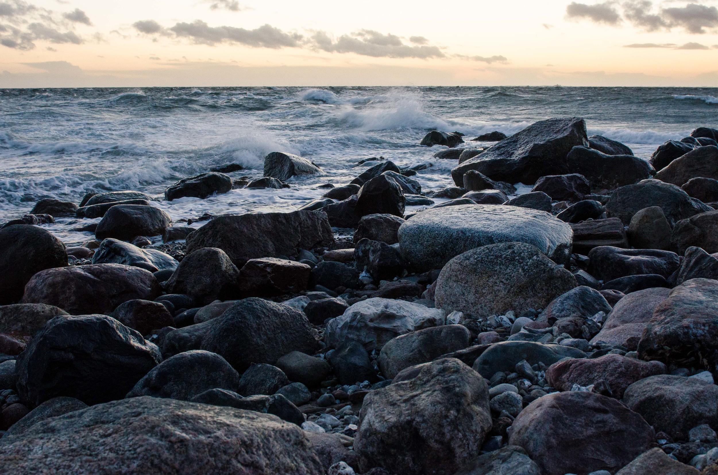 Adventure_photographer_ocean_sea_walk_sunset-4.jpg