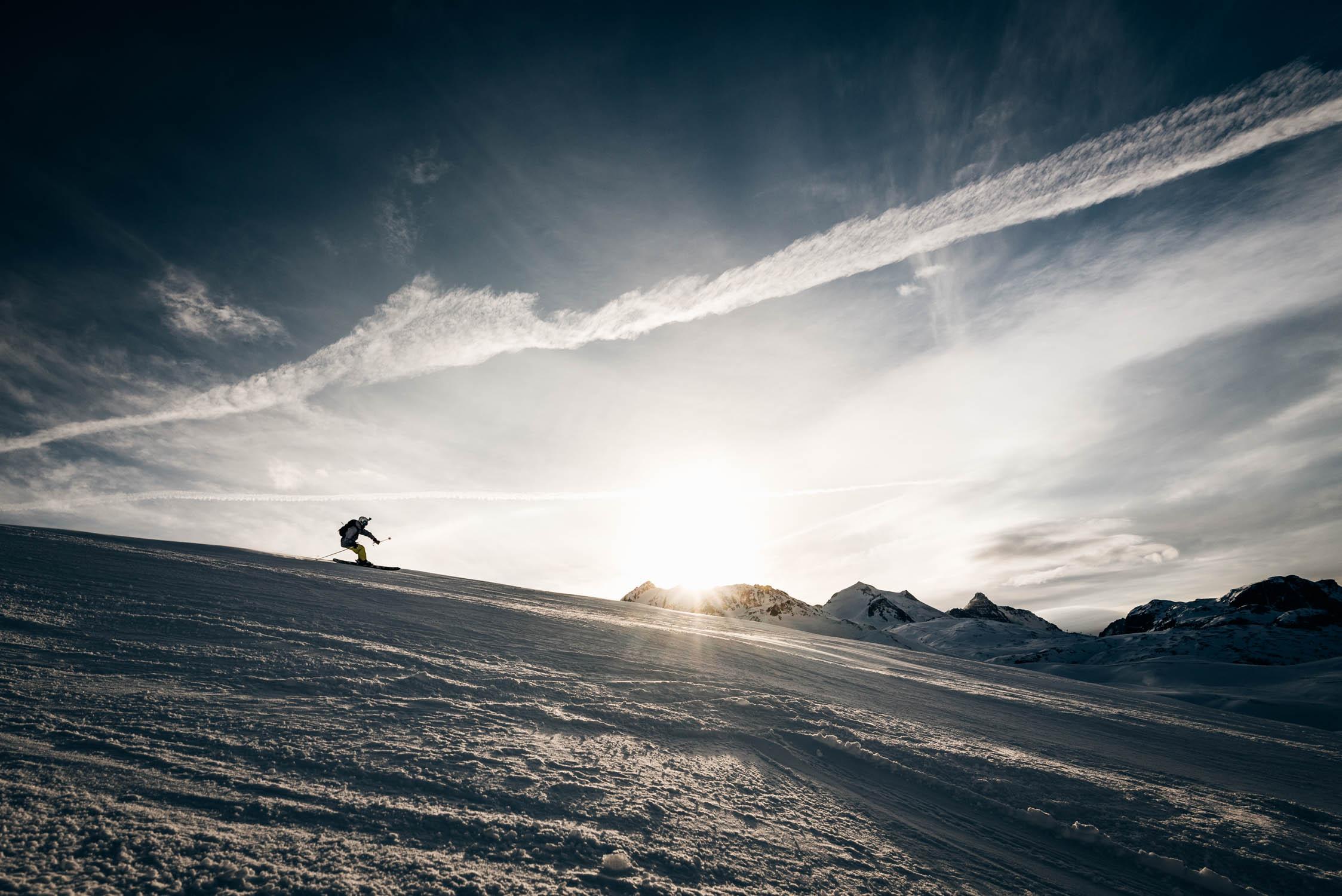 gustav-thuesen-adventure-outdoor-lifestyle-skiing-action-sport-1.jpg