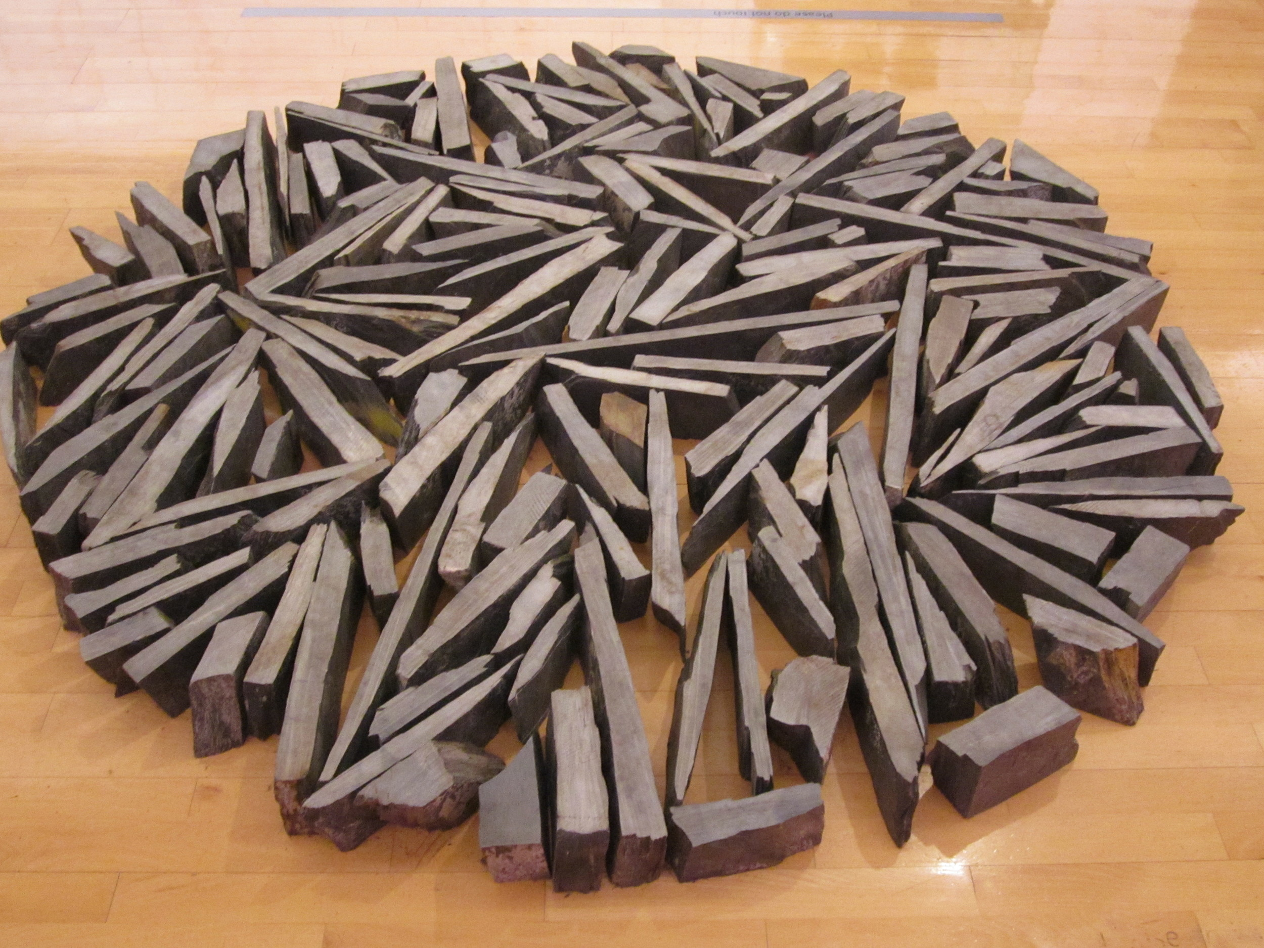 South_Bank_Circle_by_Richard_Long,_Tate_Liverpool.jpg