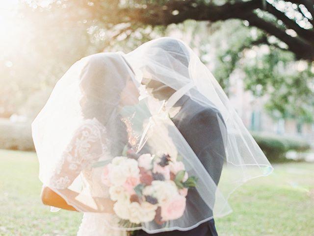 Golden hour goals • #weddingwednesday #weddinginspo #eventdesign #saltblock #hospitalitycatering #tampaevents #orlohouse