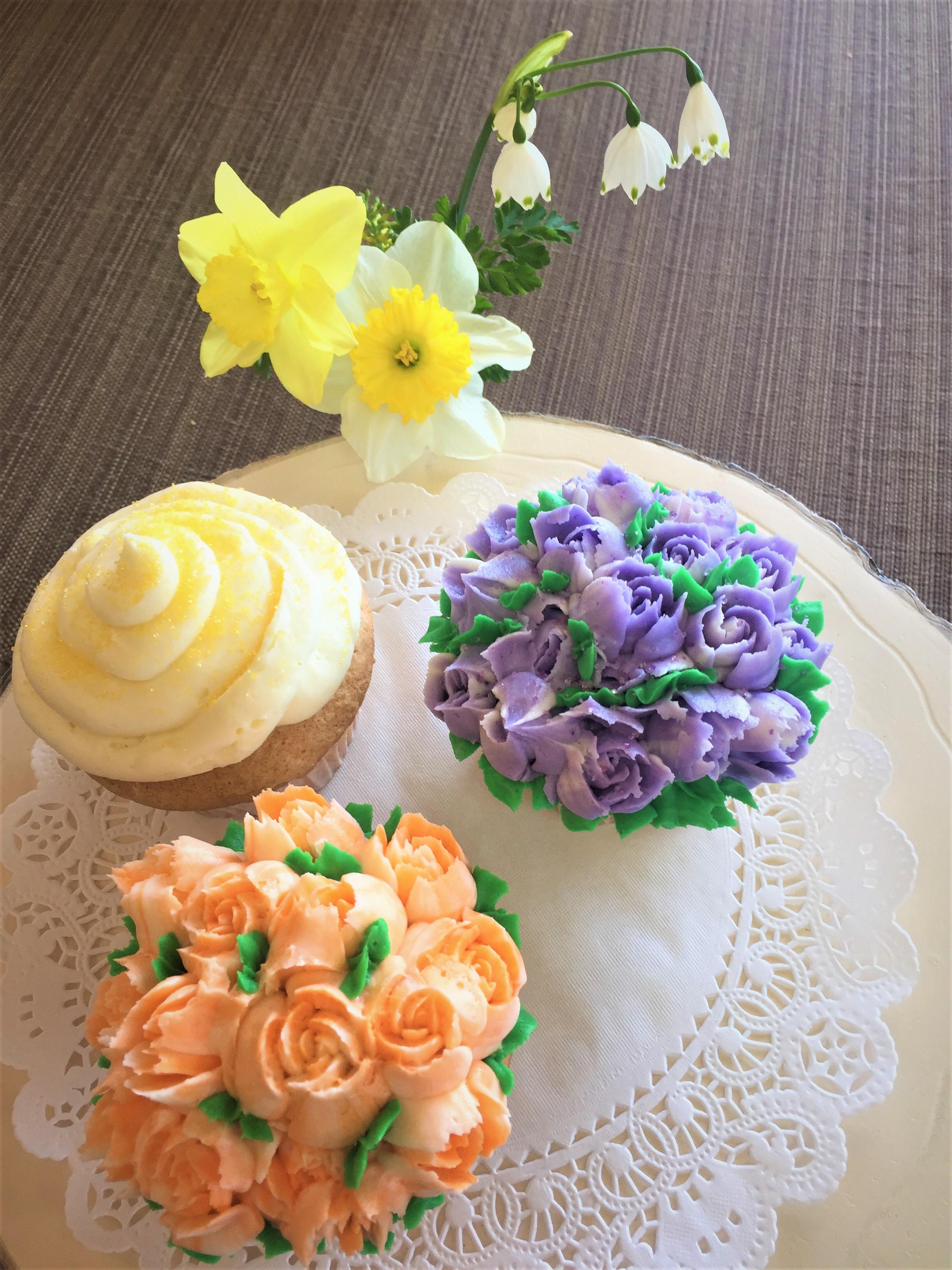 2019 Gateaux Bakery & Cafe Buttercream Flower Cupcakes.JPG