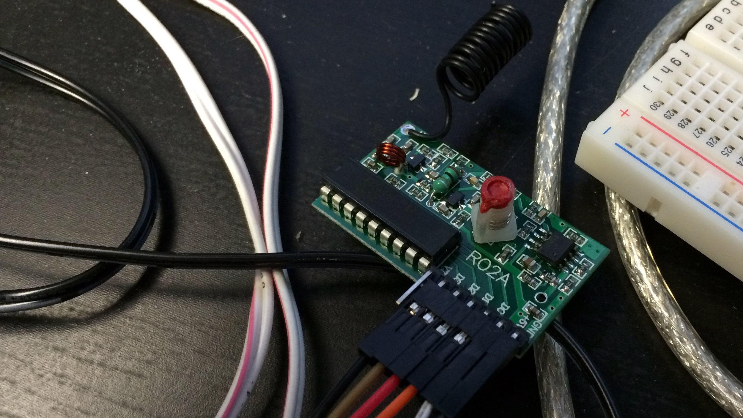 Adafruit-Simple-RF-Receiver-M4.jpg